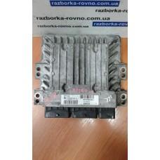 Блок управления двигателем  Renault Рено Megane III 1.5 cdi 2011 237100348R S180067135 A 237100037R
