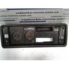 Панель приборов Volkswagen Фольксваген Golf 3 1.8 87001262