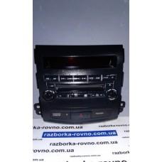 Блок кнопок в торпедо Митсубиси Аутлендер Mitsubishi Outlander 2006-2012 8002A139XA